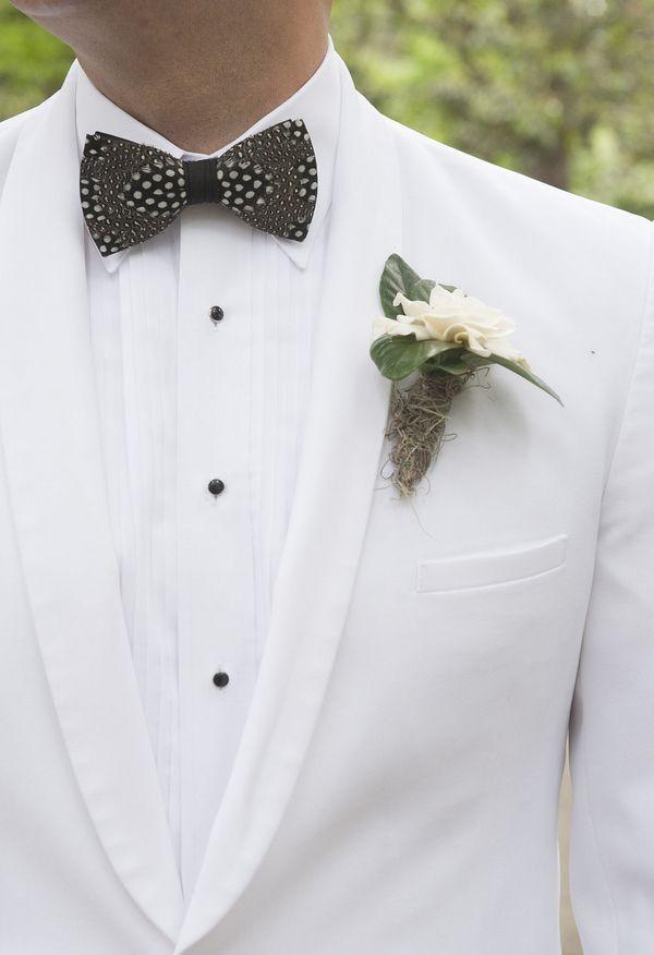 white tux, gardenia bout, bowtie, southern gent // Kelli Boyd Photography