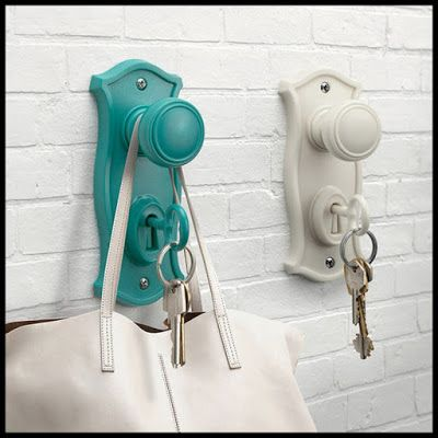 Turn Old Door Knobs And Skeleton Keys Into A Really Cool Key And Purse Holder