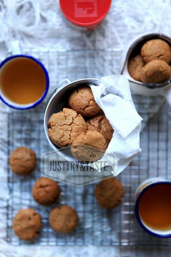 Crunchy Peanut Butter Cookies 4 Bahan Saja