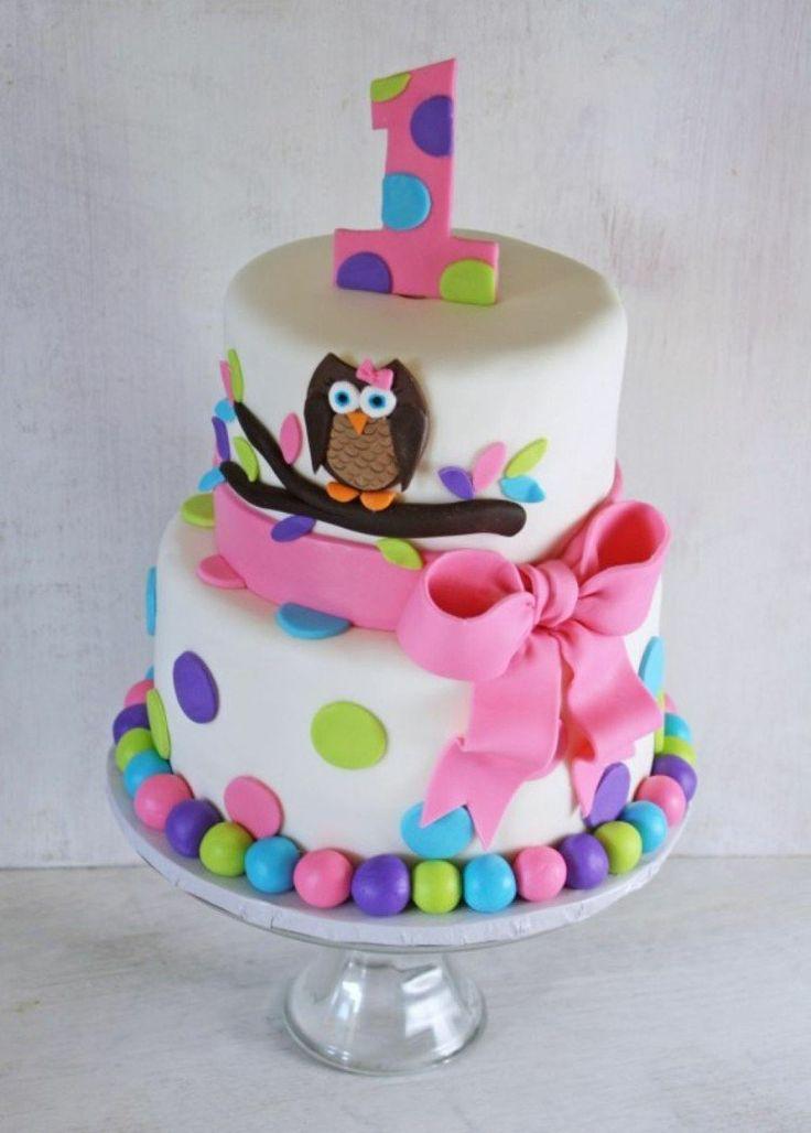 gâteau pour bébé fille décoré de pois multicolores, hibou et ruban rose