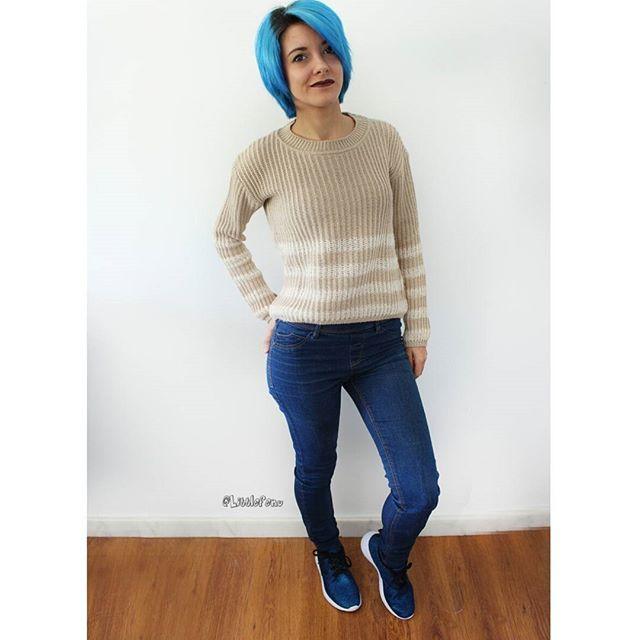 Me voy lista 💪. El look de hoy es para trabajar 😊. Maquillaje base , polvos compactos . Máscaras de pestañas , coloretes y pintalabios de @isadora_es  #outfit  Jersey : @shanashops  Pantalones : @ca  Botines : @primark ¡A € niñas que me lo quitan de las manos ! #blogger #spanish #spanishblogger #blogera #beauty #beautyblogger #fashion #fashionblogger #fashionista #outfit #looks #lookoftheday #sport #pretty #instagram #sabado #littlefenu