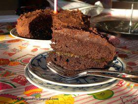 Taart gemaakt met het recept van de Heel Erg Lekkere Chocoladecake. Eet goed, Voel je goed: Paleo Chocolade Verjaardagstaart voor Moeder