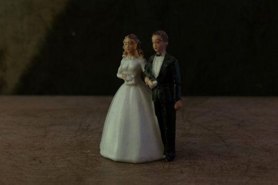 Early 1940's wedding cake topper Bride & Groom di Daedaleum