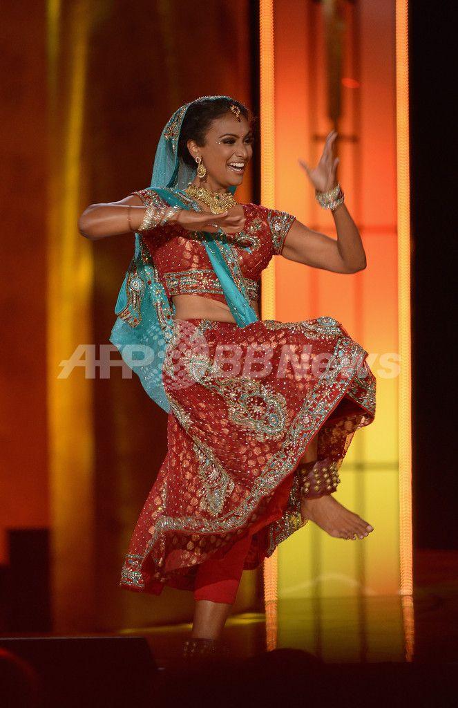 米ニュージャージー(New Jersey)州アトランティックシティー(Atlantic City)で開かれたミス・アメリカ(Miss America)コンテストで、ボリウッドスタイルのダンスを披露するニーナ・ダブラリ(Nina Davuluri)さん(2013年9月15日撮影)。(c)AFP/Getty Images/Michael Loccisano ▼17Sep2013AFP|史上初インド系のミス・アメリカ誕生、ネット上では中傷も http://www.afpbb.com/articles/-/2968605 #NinaDavuluri