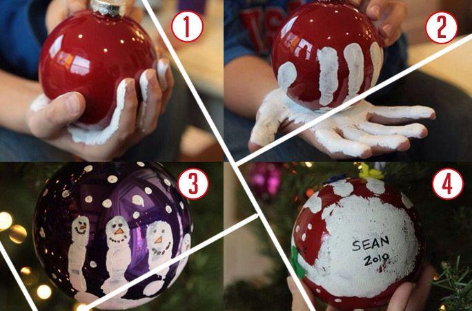 Impronta di bambino su palla di Natale.