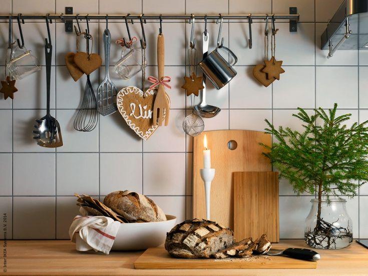 Huvudregeln när det gäller julförberedelser är att släppa lite på kraven. Det behöver inte vara perfekt! Vad som är ett lyckat julstök hemma avgör bara du. En jul stöpt i din egen form är oftast den allra bästa.