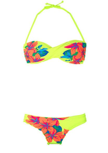 Im in LOVE with this bathing suit! love the pattern and I would want to be caught wearing this to the beach