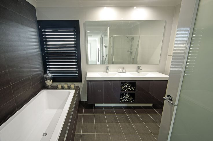 Main Bathroom - Toscano 339 with Ascent Facade on display at The Ponds