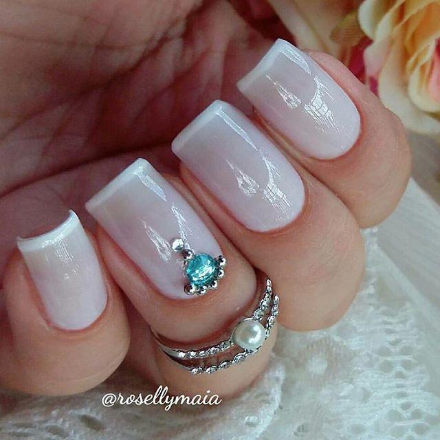 Booooom diiiia.. Lindaaa e delicada ficou essa esmaltação da @rosellymaia com essa jóia de unha né? Muito amor.. . . Confira todas jóias de unhas em nosso site: . . . . . www.artaunhas.com.br . . Jóia para unha N° 4 . Categoria: Jóias Luxo . Ative as notificações. #unhas #insta #esmalte #vidrinhos #joia #joiadeunha #esmalte #esmaltes #viciadaemvidrinhos #dicasdeunhasbr