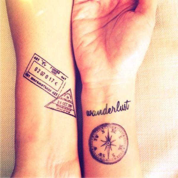 Schöner Kompass und tolle Schriftart als Reisetattoo