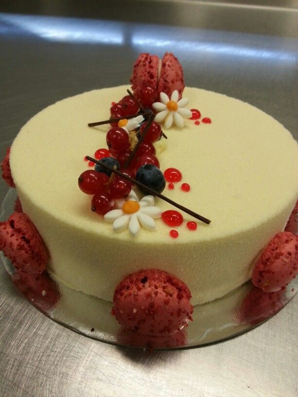 Rood fruit witte chocolade mousse