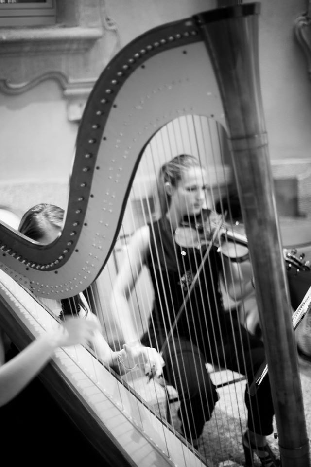 Backstage Fairytale wedding in Chateau Monfort-The beautiful musicians, harpist and violinist. Now,we can start the ceremony