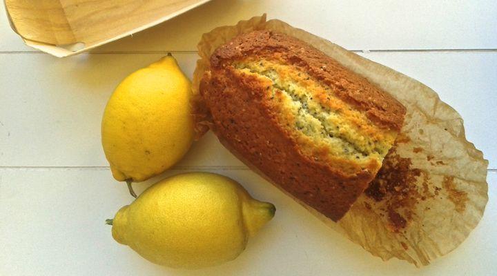 Plum cake al profumo di limone e semi di chia