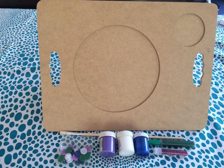Pipoka Play Kit Come con estilo. Bandeja de madera con pinturas, escarcha y pegante. Juguetes, sorpresas y regalos creativos y didacticos. Para hacer pedidos, escribenos a pipoka@pipokaplaykits.com