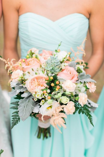 EDISTO ISLAND WEDDINGS - Middleton Plantation wedding with a mint and peach color palette by Jessi Nichols Photography
