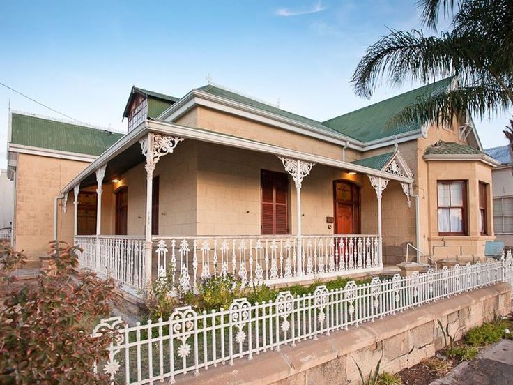 La Hermosa - La Hermosa dates back to the feather-boom period of the early 1900's. It is a beautiful sandstone building, situated in the centre of town, walking distance from shops and restaurants.  The house is comfortably ... #weekendgetaways #oudtshoorn #southafrica