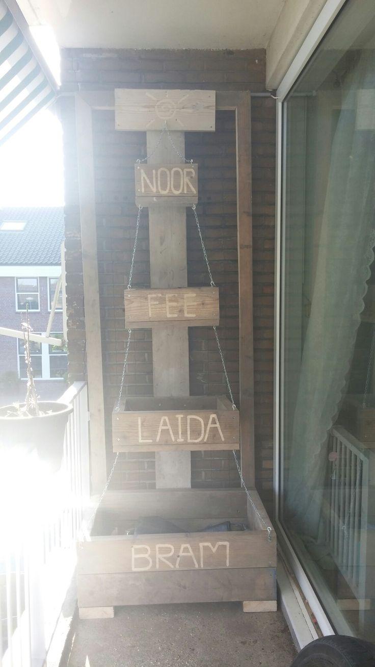 Wie zegt dat een balkon te klein is voor meer groen is gek ik zeg gewoon  opgefleuren