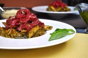 Penne with pesto sauce and bresaola - http://bit.ly/1FJmQnQ