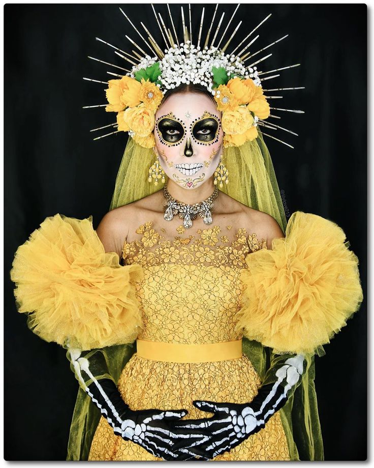 "Lily Martinez on Instagram: ""Nothing Mellow about this Yellow Catrina 🌼💀🌼 Loved putting these looks together for @whichwich ! 🖤💛Yellow and Black is not a usual color…"" Sugar Skull Kostüm, Sugar Skull Makeup, Halloween 2020, Halloween Make Up, Halloween Party, Couple Halloween, Vintage Halloween, Diy Costumes, Halloween Costumes"