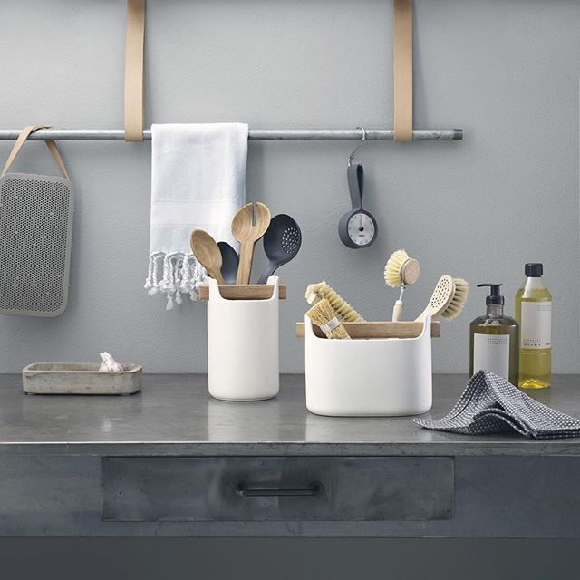 Organisera upp dina favorit prylar, kökets hjälpredor eller kanske en hög med sminkborstar som ligger i skåpen med hjälp av Eva Solos snygga lådor ⭐️ #evasolo #storage #toolbox #förvaringslåda #kitchentools #makeupstorage  Yummery - best recipes. Follow Us! #kitchentools #kitchen