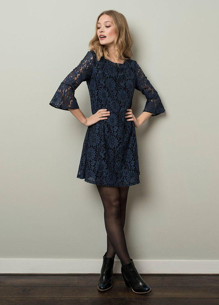 Mooie klokkende jurk met trompet mouwen van Tramontana! #tramontana #lace #jurk #newcollection #weidesign #koningstraat #haarlem