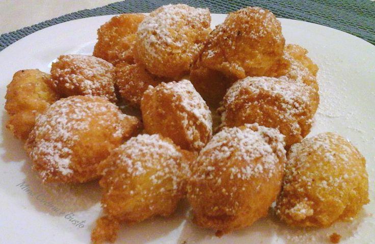 Frittelle di carnevale alle mandorle e mele Ricetta dei dolci di Carnevale il risultato è stato sorprendente, un profumo per tutta la casa. Buonissime!