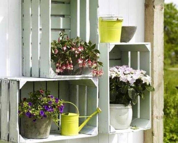 Arredare casa con le cassette di legno portafiori con for Arredare casa con le piante