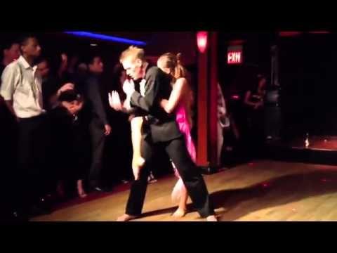 Występ współzałożycielki Salsa Libre Ani Chagowskiej i Piotra Kiszki w kultowym nowojorskim salsowym klubie Cache! http://www.salsalibre.pl/instruktor/aniachagowska