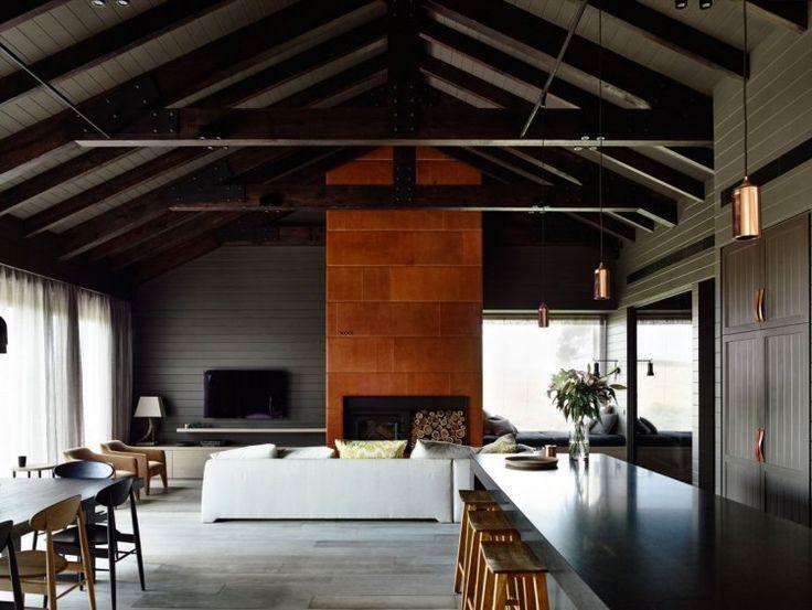 Lambris bois gris anthracite plafond en poutres for Decoration poutre apparente