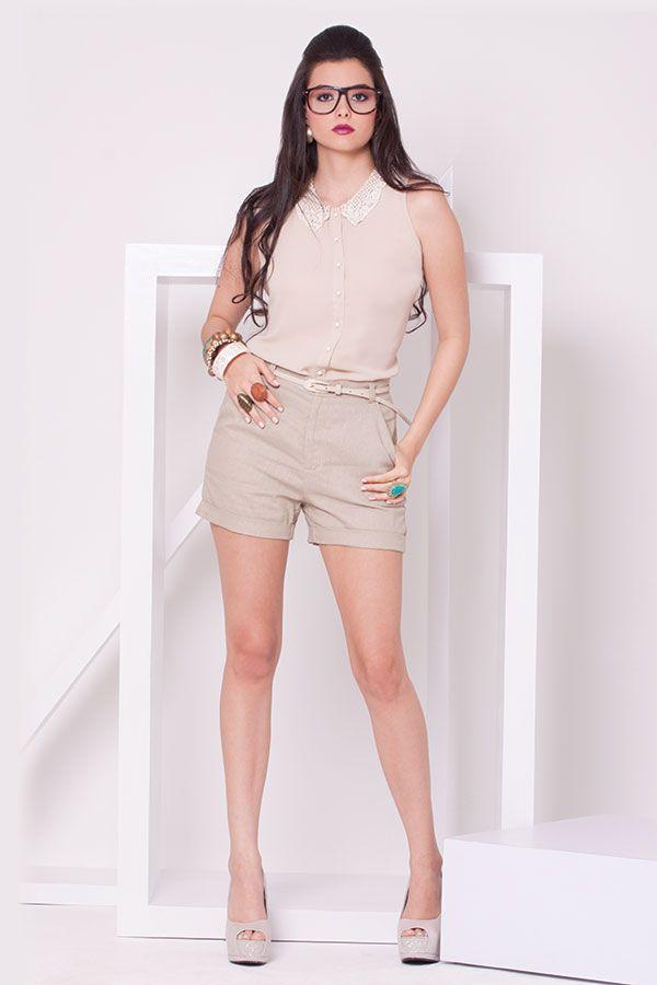 Blusa manda sisa beige perla en el cuello y short beige de lino.  ZOCCA'S NEW COLLECTION !!! Encuentranos en nuestra tienda en linea . Ingresa a www.zocca.com.co . #clothing #fashion #eshop #tiendaenlinea #longshort #shortbeige #shortlino #blusamangasisa #blusacuelloperlas