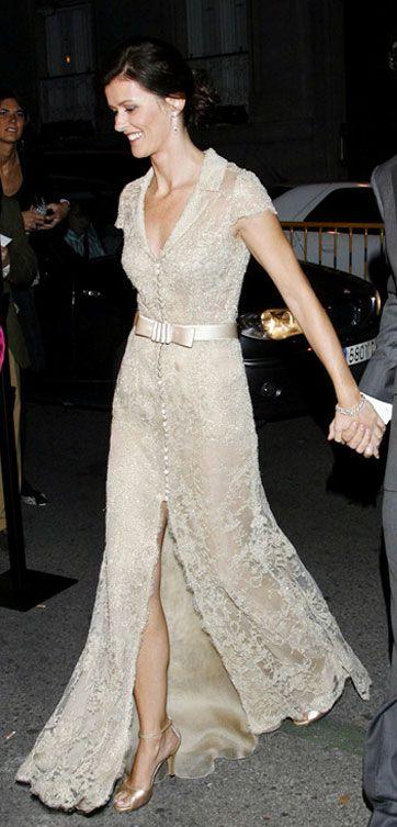 Vestido diseñado por Manuel Mota y que lo llevo Nuria March también en su boda.  Velo de Elie Saab.