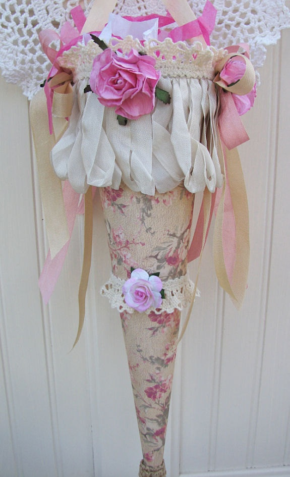 Lace Ribbons And Roses Tussie Mussie