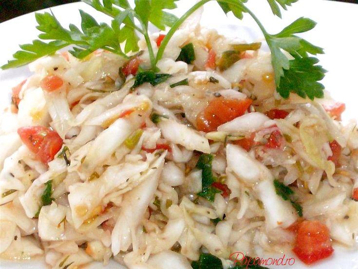 Salata de varza acra se manca între mese, în zilele friguroase de iarna când, dupa ceva treabă prin gospodărie, se lua o pauză de ţuica