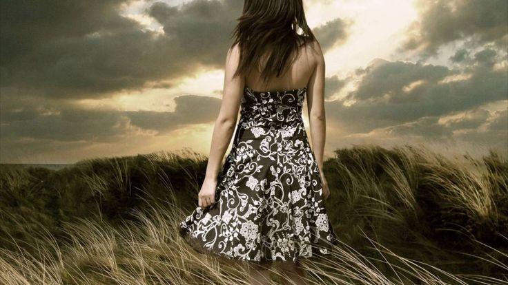"""""""Ten un poco de amor para las cosas:para el musgo que calma tu fatiga,para Ia fuente que tu sed mitiga,para las piedras y para las rosas En todo encontrarás una belleza virginal y un placer desconocido..Rima tu corazón con el latido.del corazón de la Naturaleza.Recibe como un santo sacramento el perfume y la luz que te da el viento.¡Quién sabe si su amor en él te envía.aquella que la vida ha transformado!¡Y sé humilde, y recuerda que algún día te ha de cubrir la tierra que has pisado!"""""""