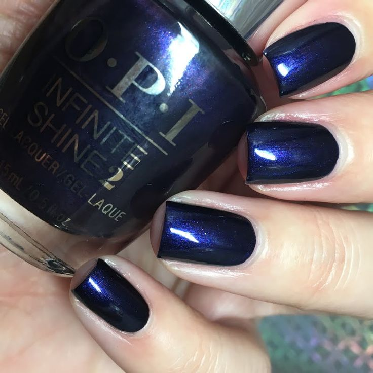 Preen.Me VIP Jesmary lends a glitzy finish to her solid mani using her gifted OPI Infinite Shine 2 Icons Nail Lacquer in Russian Navy that she received for being a Preen.Me VIP. Explore your #InfiniteOptions by clicking through.