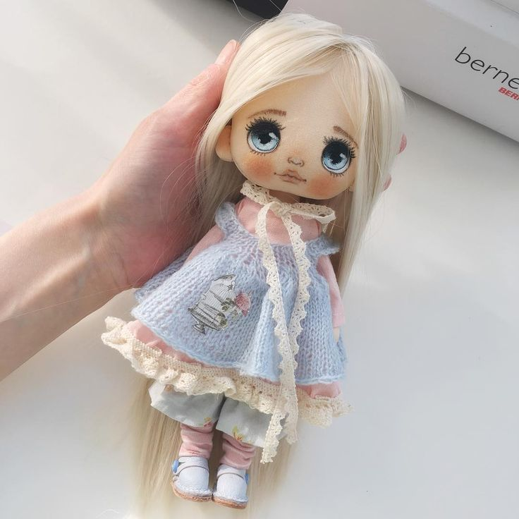 Вот бывает такое, когда все бросаешь и делаешь по велению сердца и в итоге получаешь то, что задумал! Вот так родилась моя новая девочка, она в не привычной для меня одежде, но она такая как я хотела-нежная и весенняя! Весна же☺️#кукла #куклаолли #куклаизткани #ручнаяработа #автор