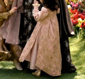Young Kaya's pink dress, 2x22-2x23 (requested by... - Magnificent Wardrobe