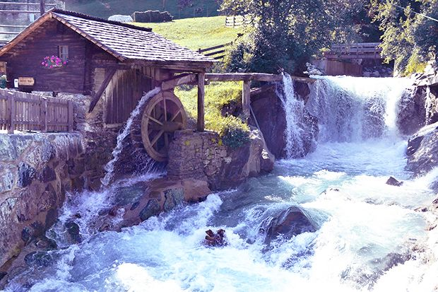 Water-Powered Mill Keeps on Grinding Grains in Midway, Kentucky - http://1sun4all.com/carbon-footprint/water-powered-mill-grains-kentucky/