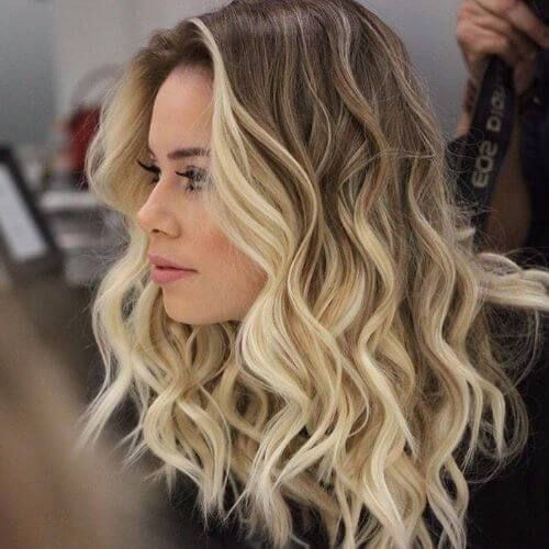 long wavy hair with blonde highlight