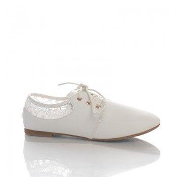 Pantofi Jilo Acesti pantofi casual de vara sunt ideali pentru o fire romantica si feminina. Pantofii Jilo sunt un bun prieten al picioarelor tale, fiind foarte moi si comozi. Puteti purta acesti pantofi in combinatie cu o rochita vaporoasa alba de vara.