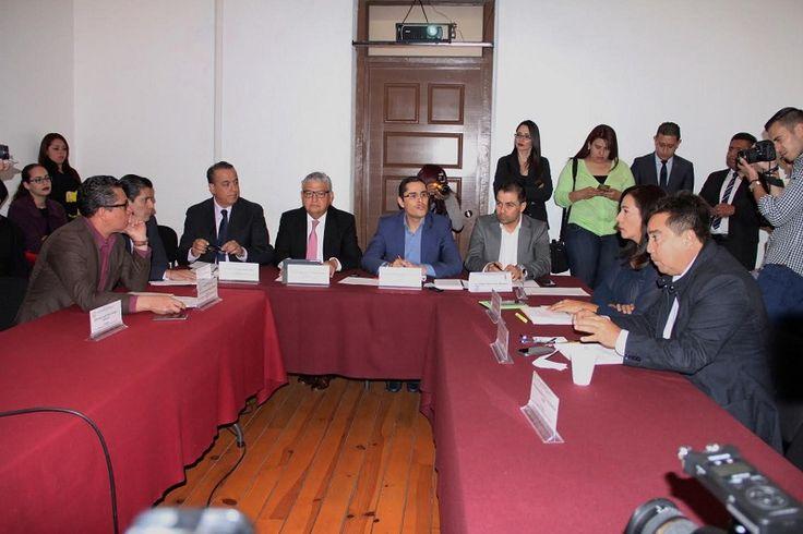 Las Comisiones Unidas de Hacienda y Deuda Pública y la de Programación, Presupuesto y Cuenta Pública, aprobaron la reestructura de la deuda pública por casi 11 mil millones de pesos, ...