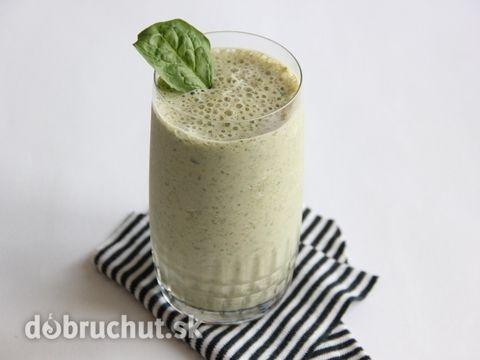 Zelený smoothie s jahodami a banánom