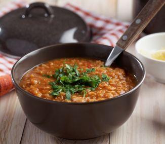 Spríjemnite si sychravé počasie dobrou polievkou. Hodí sa tak na obed, ako aj na večeru. Ponúkame vám päť receptov, ktoré zasýtia, zahrejú a možno aj zlepšia náladu. Okrem toho obsahujú strukoviny...