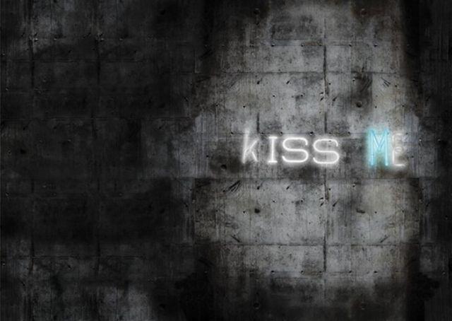 Nowosci-do-wnetrza-tapety-iluzjonistyczne-kiss-me