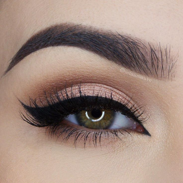 love this soft shimmery peach eye with black winged liner ~ we  this! moncheribridals.com