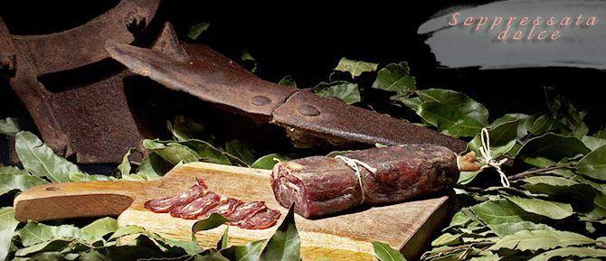 Włoski salceson otrzymuje się ze świeżej wieprzowiny. Do produkcji wykorzystuje się wybrane mięso o niskiej zawartości tłuszczu z włoskich tusz wieprzowych. Serwowany w postaci plasterków na kanapkach jak i dodatek do sałatek z użyciem różnych odmian sałat, ostrą papryką i pomidorami.