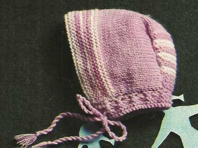 Arriva l'inverno! Perché non prepararsi al meglio con questo veloce e pratico berretto di lana per neonato? Basta solo un po' di lana viola, lilla e rosa e il gioco è fatto! Oppure cambia i colori e decidi tu come farlo.