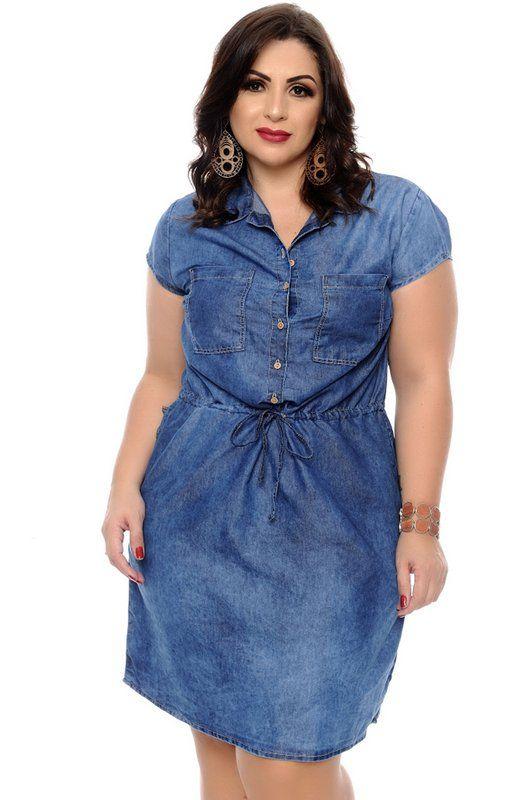 5ca6cc15b Vestido jeans confeccionado em algodão, meia gola, manga curta, fechamento  em botões frontais