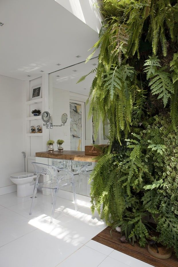 Casa de 1.000 m² no Alto de Pinheiros, SP / Andrea Teixeira e Fernanda Negrelli #vanity #bathroom #green