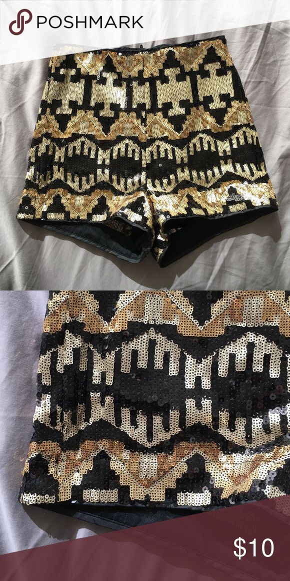 Gold and black sequin shorts High waist with zipper in the back. Perfect for your NYE outfit or going out. Only worn once, for NYE last year H&M Shorts